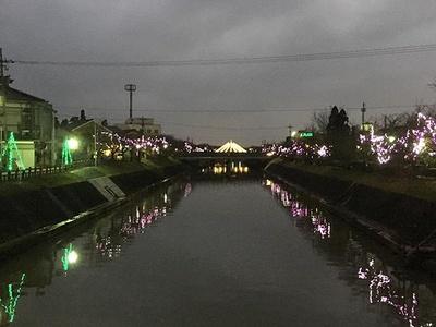 【写真】下条川沿いも美しくライトアップされる