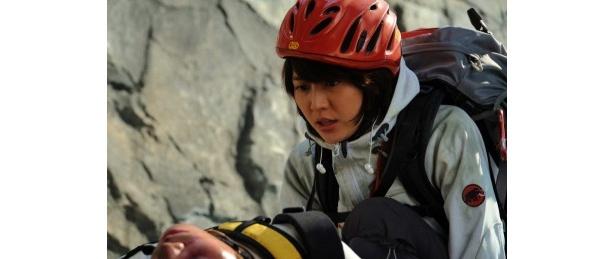 山岳救助隊の新人・椎名久美(長澤まさみ)が葛藤するシーンにも注目