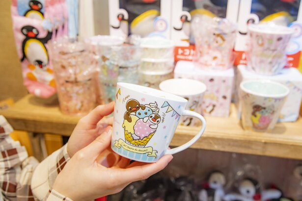 「マグカップ(アイスクリーム)」(税込785円)など、ピングーグッズがショップに集結