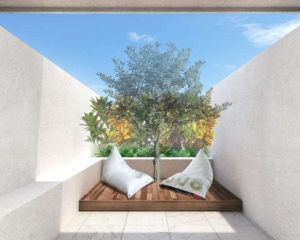 テラス付き客室では、風を感じながら過ごすことができる / Lequ Okinawa Chatan Spa & Resort