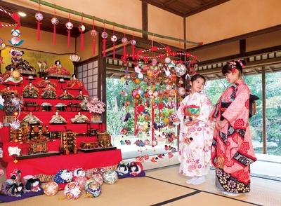 柳川雛祭りさげもんめぐり / 「さげもん」を町中に飾り、観光客を迎える