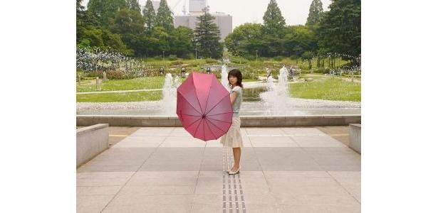 デザイン傘「雫-SHIZUKU-」(9030円) ※写真はシャインレッド