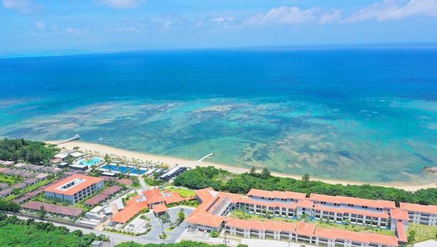【写真を見る】全長1kmにわたる天然のビーチ / フサキビーチリゾート ホテル&ヴィラズ