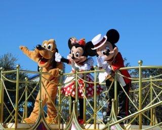 東京ディズニーランドでミニーマウスが主役のミニパレード開催
