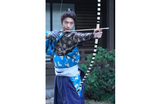 大河ドラマ「江~姫たちの戦国~」で徳川秀忠を演じる向井理が扮装姿を披露した