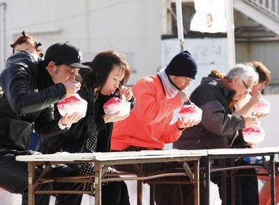 【写真を見る】べっぷ鶴見岳大寒がまん大会 / カキ氷早食い競争など5種類の競技を実施