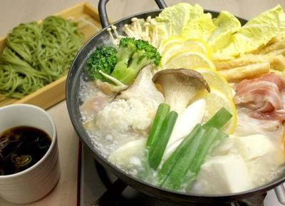 「塩麴とレモンの茶そば発酵鍋」(1380円)