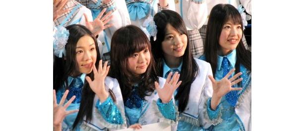石田安奈、平松可奈子、高田志織、桑原みずき(写真左から)らが参加した握手会はなんと7時間に及んだ