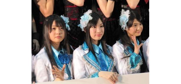 「名古屋人は負けず嫌い!」と木崎ゆりあ、矢神久美、小木曽汐莉(写真左から)