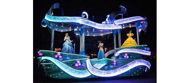 ディズニープリンセスも雨の日限定パレードに登場!