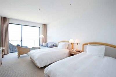 オーシャンビューツイン室。通常10000円~の宿泊料が5000円に!(土)は+5000円