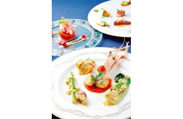 ディナーコース9240円。前菜2皿、パスタ、魚料理、お口直し、肉料理、ドルチェの全7品。お手ごろに食べられるランチコース2887円もあり