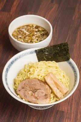 魚粉が効いたつけ汁は甘味と酸味があとひく「つけ麺」