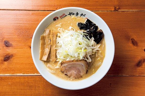 とろみのある濃厚なスープと玉子縮れ麺の絡み具合もばっちりな「白味噌」