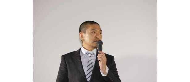 【写真】30日の業の中で好きなものを問われ、「うどんすすり。ほっしゃん。にレクチャーしてもらった」と明かした松本監督