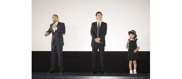 合同取材に出席した、左から松本人志監督、板尾創路、熊田聖亜