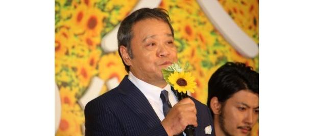 ハッピーと旅をするおとうさん役の西田敏行