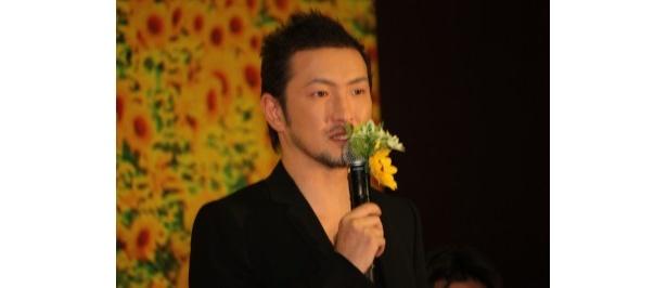 コンビニの店長・永崎役の中村獅童