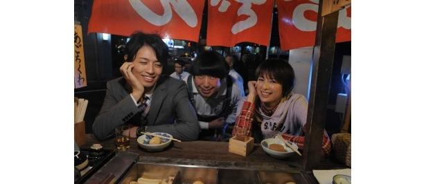 居酒屋のシーンに臨む斎藤工、日村勇紀、吉瀬美智子(写真左から)