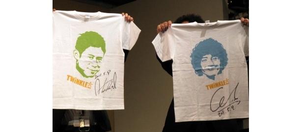 2人のサイン入りのTシャツなどがチャリティーオークションに出品!