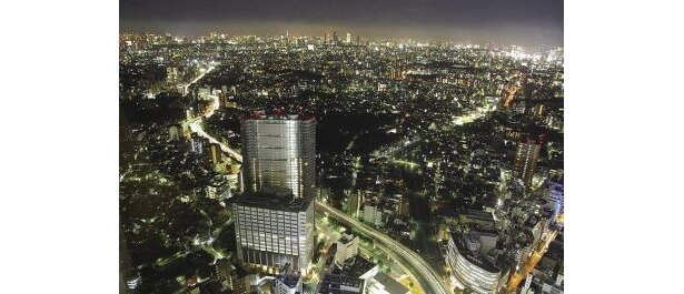 サンシャイン60展望台から見える夜景。カウントダウンも盛り上がる