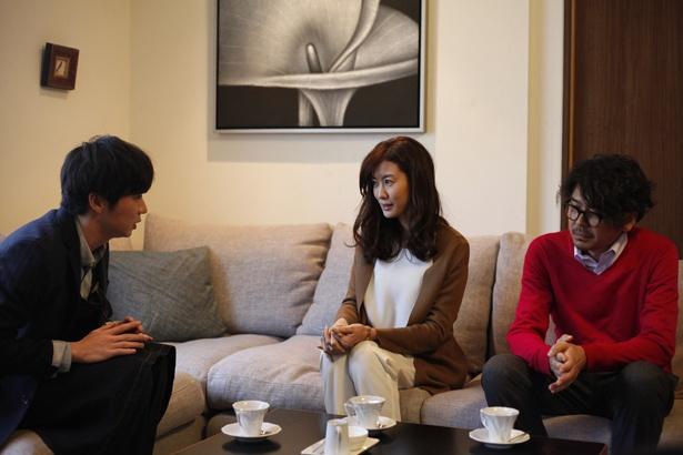 【写真を見る】人妻までメロメロに!?田中圭演じる花屋の店主がなんとも魅力的!