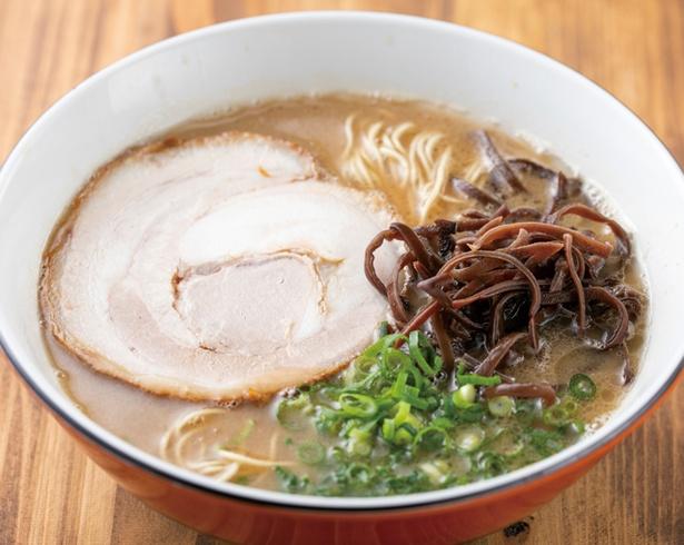 博多豚骨拉麺 一順 / 「ラーメン」(680円・税込)。粘度のあるスープだが、脂を抑えてあり、あと味はあっさりとしている。自家製細ストレート麺と相性がいい