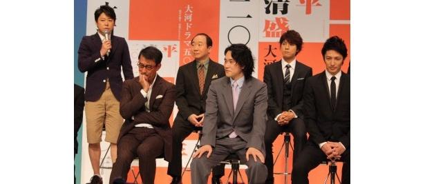 阿部は「松山くんとは初共演だけど、名字が感じ、名前がカタカナなので勝手に親近感を抱いていました」と告白