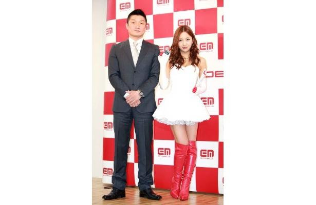 イー・アクセス株式会社専務執行役員・高島謙一氏と板野(写真左から)