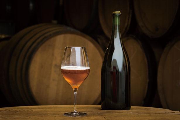 オランダ「Tommie Sjef Wild Ales」のワイルドエール。ワインのように野生酵母で醸し、樽に寝かせて作られる/DIG THE LINE BOTTLE&BAR