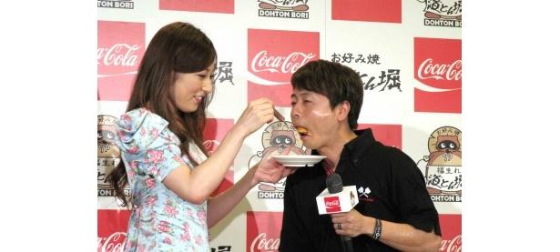 熊田にお好み焼きを食べさせてもらった河本は「カムサハムニダ~!」と大喜び