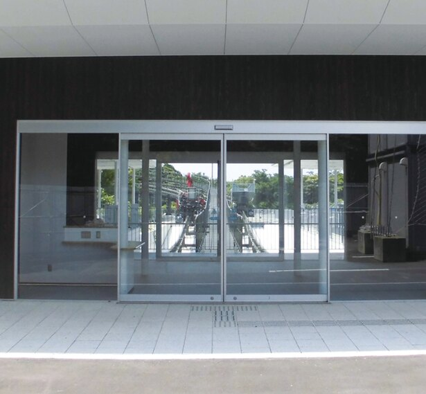長崎稲佐山スロープカー / 中腹駅。近くの駐車場は約400台が収容できる