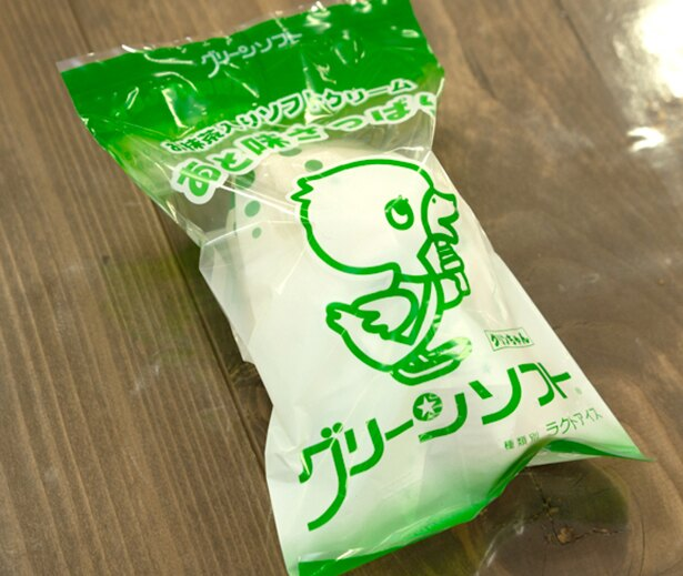 和歌山市民のソウルフードともいえる「グリーンソフト」。抹茶味で、少しシャリシャリしたジェラートのような食感。ソフトクリームもあるとか