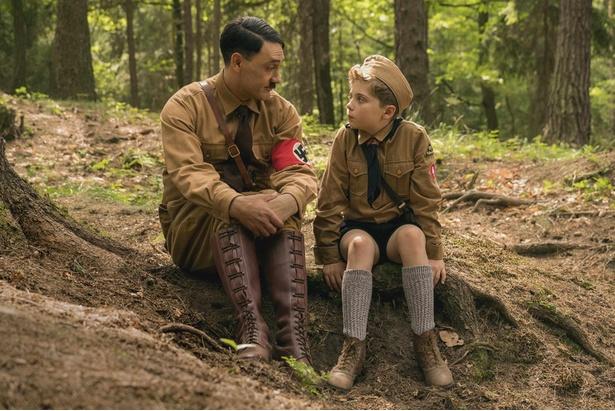 少年ジョジョと彼の空想上の友だち、アドルフとのやり取りが楽しい『ジョジョ・ラビット』