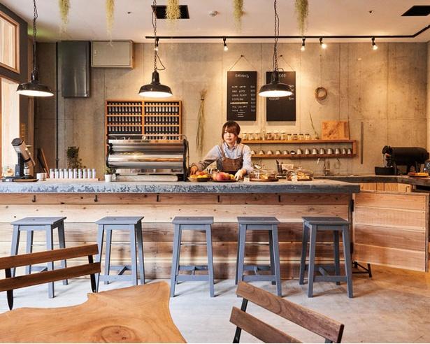 2019年11月オープンのコーヒー専門店。持続可能をテーマに、使い捨てプラ製品は不使用 / KAMAKIRI COFFEE 平尾店