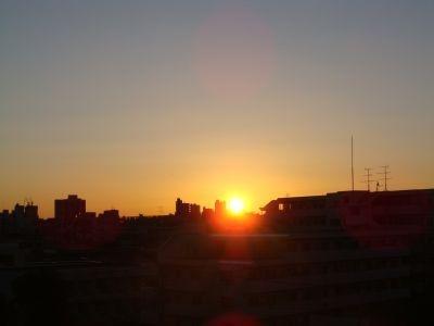 都内某所から見た初日の出。09年もよい年になりますように