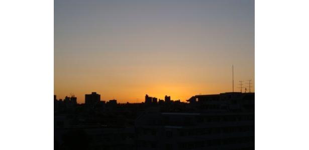 6:40 全体的にまだ暗いが東の空が明るくなってきた