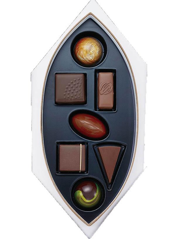 【写真を見る】限定60箱!山本健や和泉光一など「ワールド チョコレートマスターズ」歴代日本代表メンバーのチョコレートが味わえる「ワールド チョコレート マスターズ」(3780円)