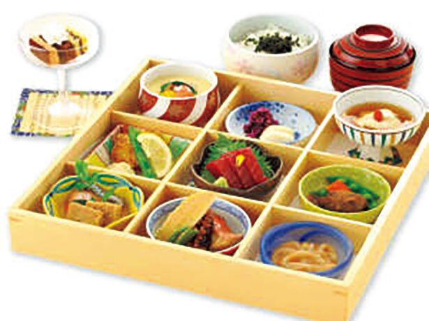 【画像を見る】前菜や刺身、肉料理など9種に甘味が付いた「旬采膳」