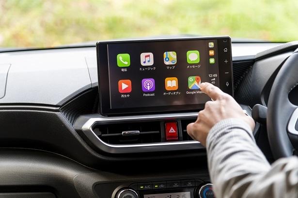 RAIZEはスマートフォンとの連携が可能。普段使用しているスマホアプリを大画面で見ることができる