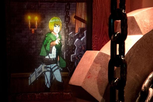 ゲストを守ろうと、安全な地下通路へと案内してくれるアルミン