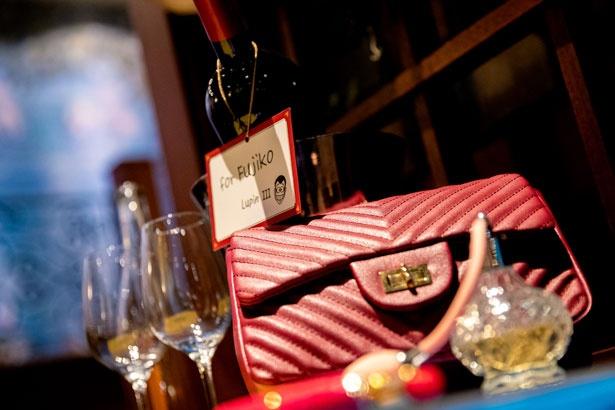ルパンから不二子へのプレゼントと思われるバッグも