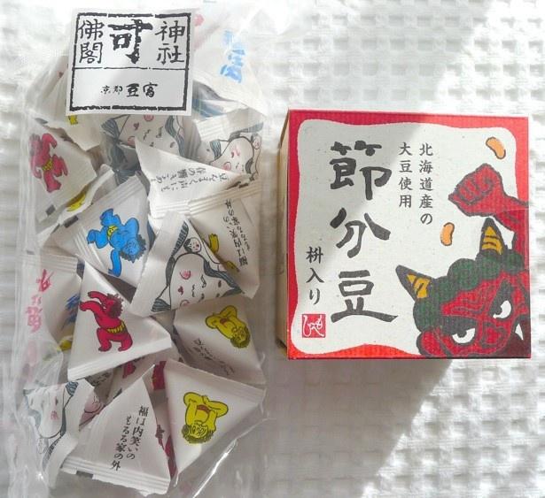 向かって左側が、京都 豆富本舗の節分豆、右が紙製の枡入りの節分豆。どちらも豆は北海道産