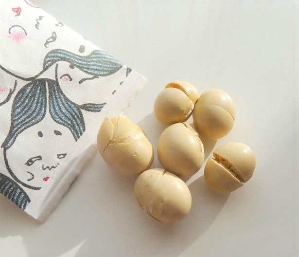 【画像】中には北海道産大豆の中でも味が良いといわれる「鶴の子」の新豆入り。うま…!