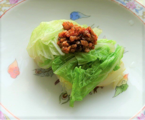 塩とコンソメでゆでた白菜にのせると、中華風おひたしの完成♪ タップリめにのせるのがポイント