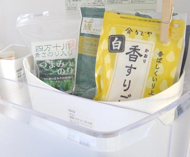 いつの間にかたまっている袋系のアイテムは、クリップでまとめてからケースに。場所を決めると片付けもスムーズになります