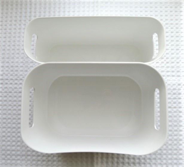 光沢があり、適度な重さもあるケースは、置いても安定感があり、いろんなものの収納にとっても便利