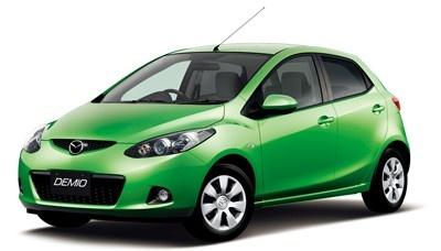 """""""第3のエコカー""""のパイオニアになりそうなマツダの新型「デミオ」(6月発売予定)。ガソリン車でHV車並みの燃費を実現する(写真は現行モデル)"""