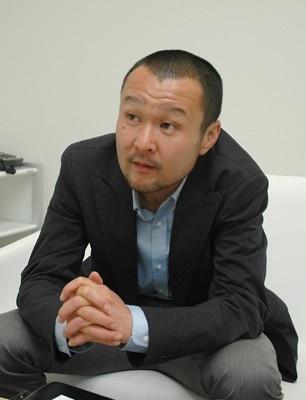 自動車ジャーナリストのサトータケシさん