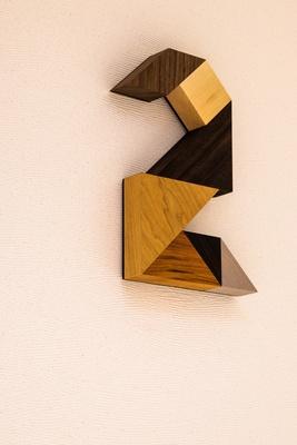 各フロアの数字には箱根の伝統の寄木細工を使用